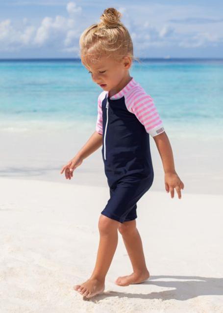meisje op strand